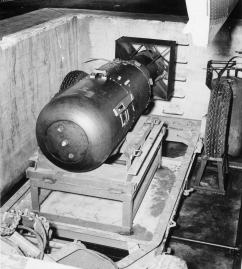 Atombombe_Little_Boy_2