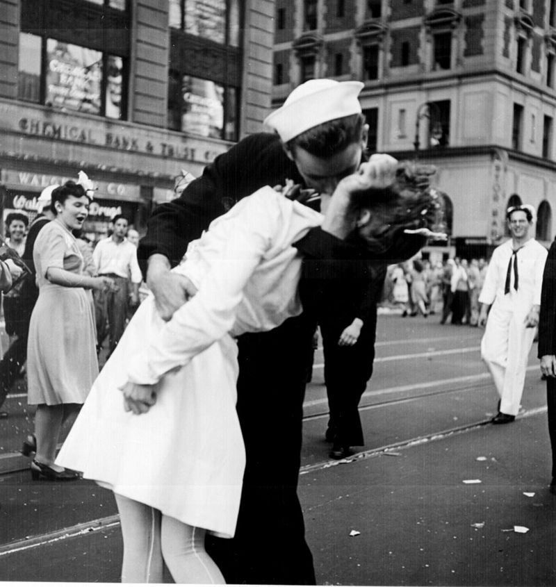800px-Kissing_the_War_Goodbye1