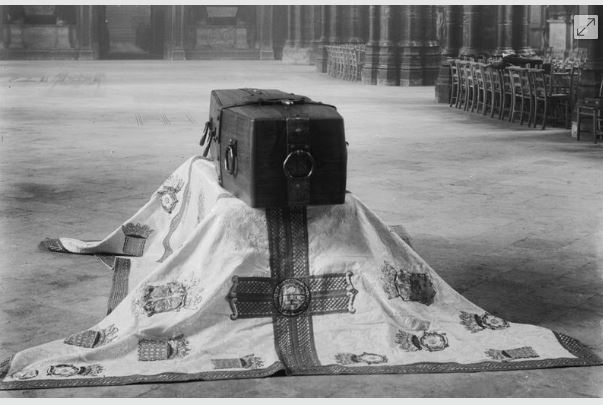 coffin of the unknown soldier
